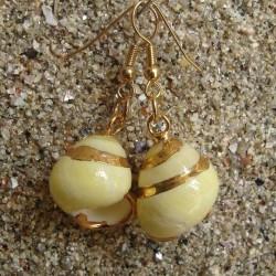 Boucles d oreilles coquillage Terrestre blanc et jaune