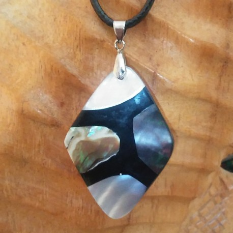 Collier nacre blanche abalone reflets verts nacre noire
