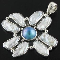 Pendentif nacre mabé bleu 6 cm | perles blanches keshi