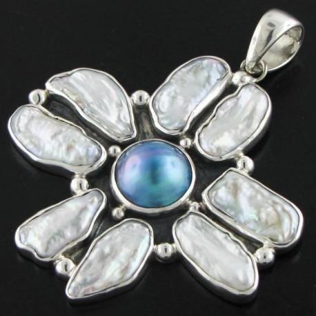 Pendentif nacre mabé bleu de Tahiti, perle keshi blanches