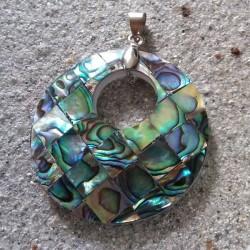 Pendentif disque de nacre abalone de 4 cm